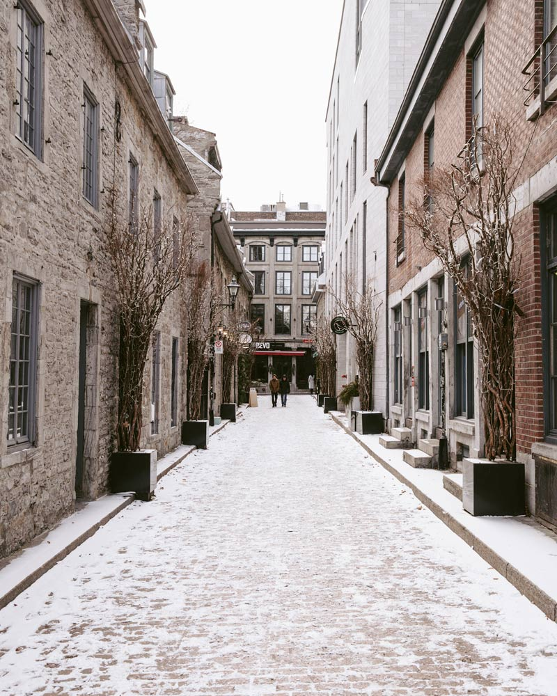 Picture of a street in the historic district of Old Montreal.