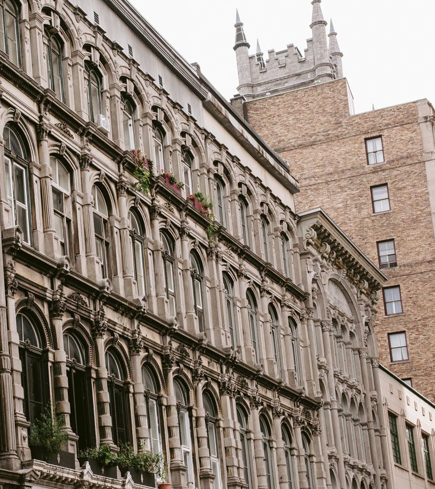 Photo d'un des bâtiments dans le quartier historique du Vieux-Montréal.