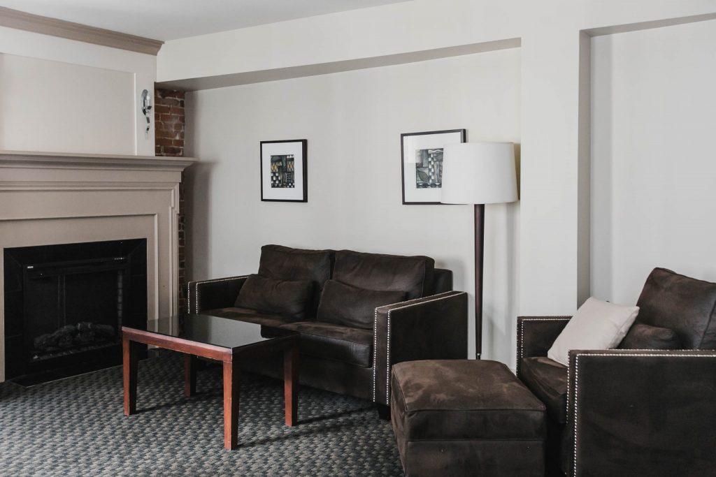 Salon des Petites Suites Deluxe à l'Hôtel Nelligan