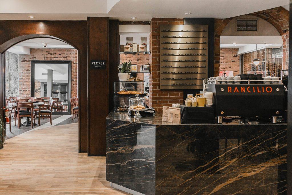 Comptoir du NELLi Café à l'Hôtel Nelligan