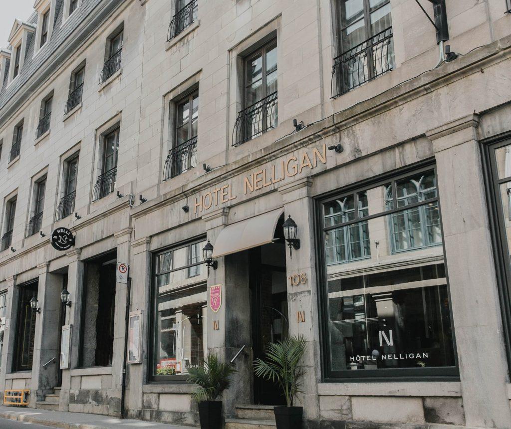 Devanture de l'Hôtel Nelligan