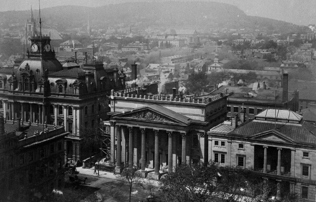 Photo de bâtiments du Vieux-Montréal qui ont été endommagés par un incendie en 1852.